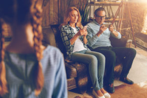 Can Smartphone-Addicted Parents Hurt Childhood Development? - Lifeworks Counseling Center